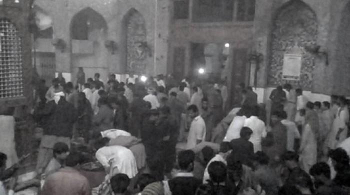 पाक सूफी दरगाह में हुए धमाके में 100 से ज्यादा मौतें; 300 घायल, ISIS ने ली जिम्मेदारी