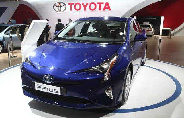 टोयोटा ने भारत में लॉन्च की 2017 Prius Hybridकार, ये है खूबियां