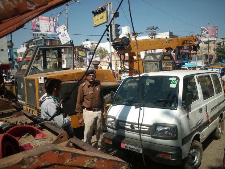 नहीं काम आई पहचान, पुलिस ने जब्त किए वाहन, काटे चालान
