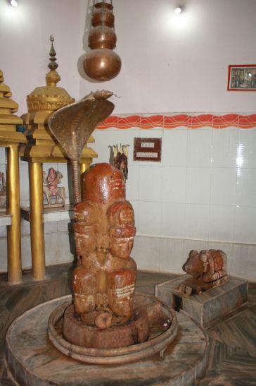 100 साल पुराना है अष्टमुखी शिव का यह मंदिर, दर्शन मात्र से पूरी होगी मनोकामना