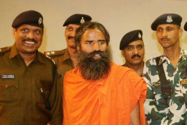 नर्मदा यात्रा में शामिल हुए बाबा रामदेव, रसगुल्ले-हलवे का लगाया भोग