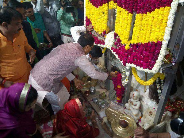 Image result for महाशिवरात्री: शिवराज पहुंचे भोपाल के बड़वाले महादेव मंदिर