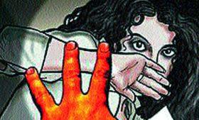 रिवाल्वर की नोंक पर पति की आखों के सामने किया महिला का रेप