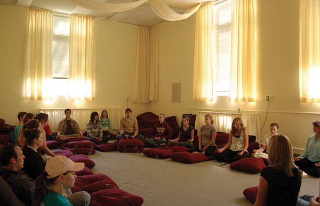 योग गुरुओं ने की मानसिक तनाव दूर करने के लिए योग अपनाने की अपील