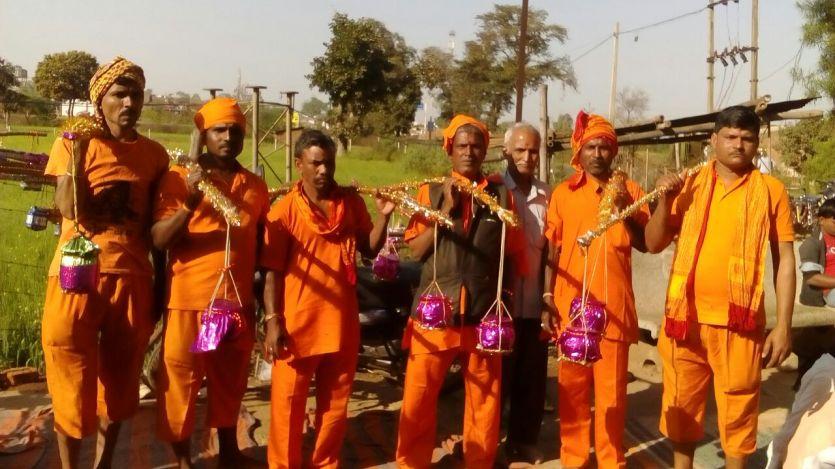 नर्मदा जल के लिए 160 किलोमीटर की पैदल यात्रा करते हैं यहां के लोग