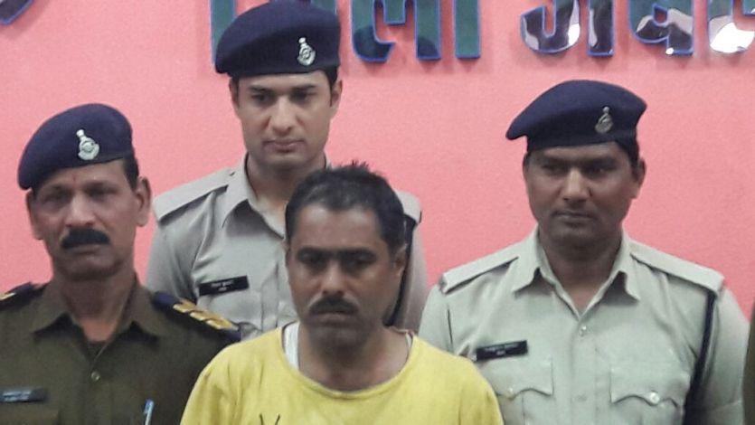 चाचा के कर्ज से परेशान भतीजे ने ऐसे की उसकी हत्या, खून से सना बिस्तर