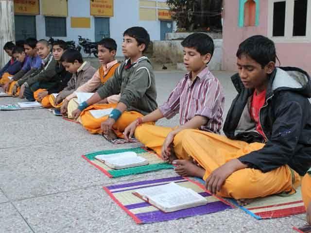 200 साल पुराने इस संस्कृत महाविद्यालय में पढ़ रही हैं मुस्लिम लड़कियां भी