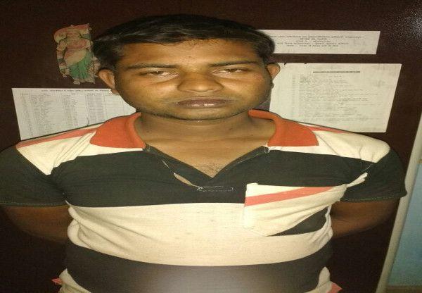 जनाब...मुर्गा लड़ाई में उड़ा रहे थे 50 रूपए के जाली नोट, पुलिस ने धर दबोचा