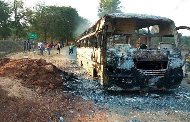वाहनों को जलाने में शामिल पांच नक्सली परचेली के जंगल से गिरफ्तार