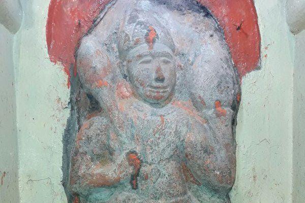 तीन सौ साल पुराने मंदिर में हुआ ये चमत्कार, देखते ही दंग रह गए सब