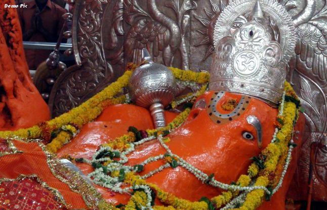 इस मंदिर में हनुमानजी की मूर्ति से बह रहे हैं आंसू, हो रहे हैं चमत्कार