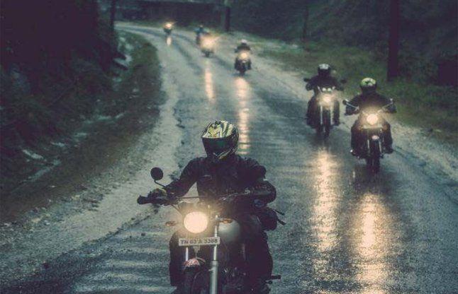 1 अप्रैल से दिन में भी जलानी पड़ेगीं बाइकों का हैड लाइट, ये है कारण