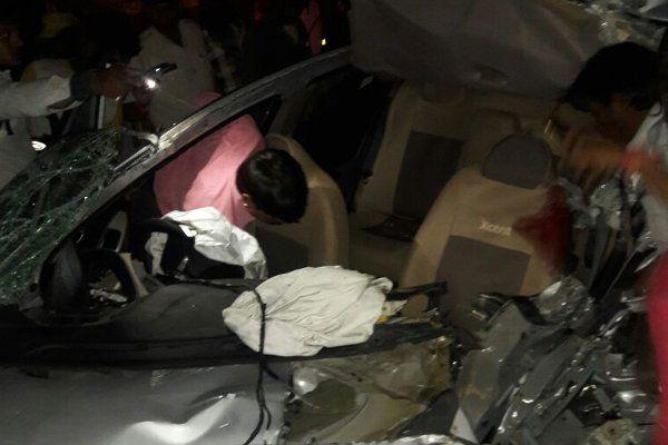 ओवरटेक में ट्रक से टकराई विधायक के भाई की कार, 5 गंभीर घायल
