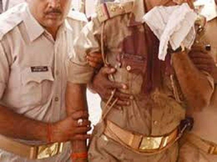 BREAKING: जौनपुर में विवाद के बाद पुलिस वालों को ट्रक से रौंदा, दो की मौत