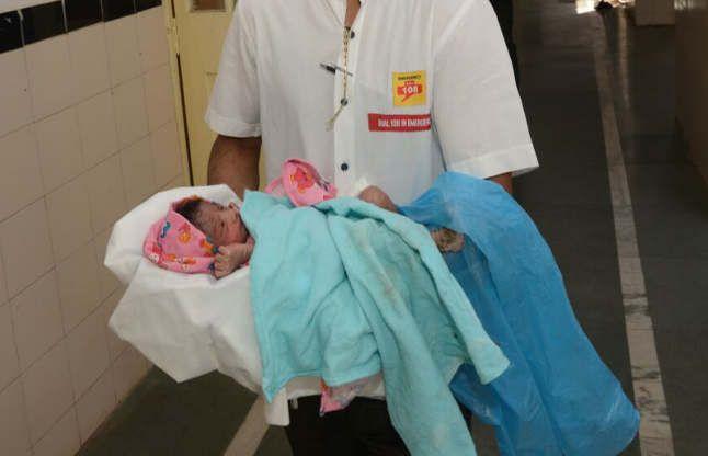 सरकारी अस्पताल के कपड़े में लपेट, जन्म के तुरंत बाद ही मासूम को फेंका