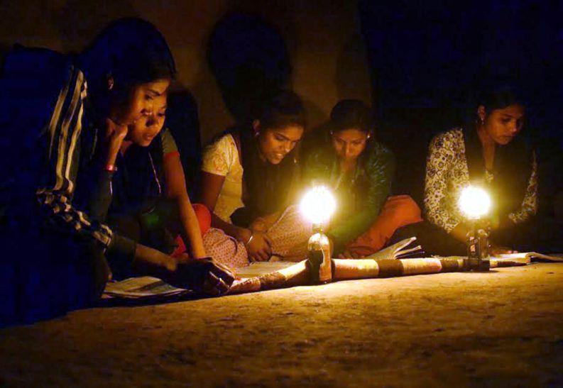 चार-पांच बकायादारों के चक्कर में मिली दो गांवों को सजा