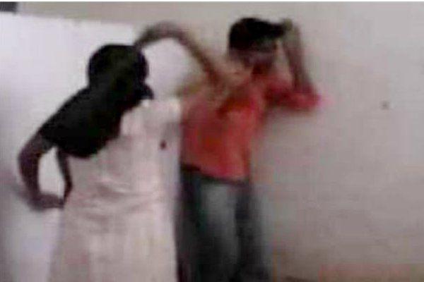 फोन पर ज्यादा बात करने से रोका, पत्नी ने भाई के साथ पति को पीटा