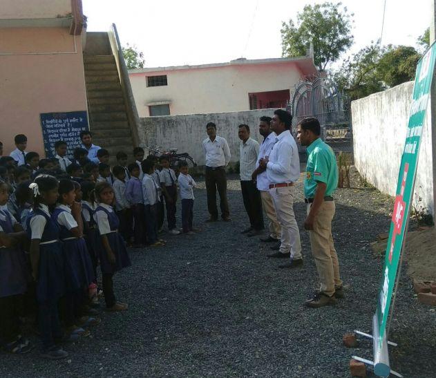 स्कूली बच्चों को बताई 108 एंबुलेंस की कार्यप्रणाली