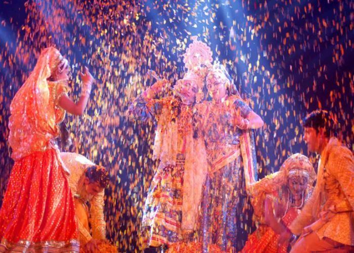 खाटू श्याम मन्दिर में खेली गई फूलों की होली