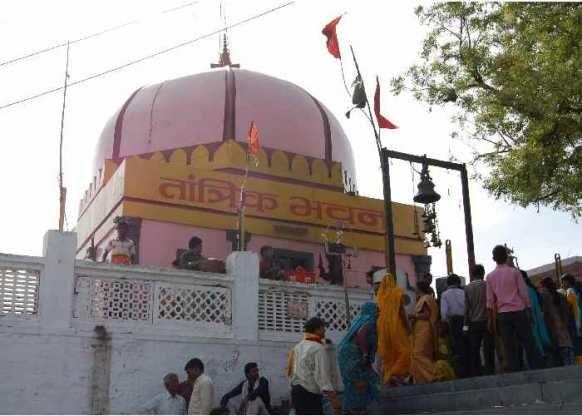 अनूठा तांत्रिक मंदिर: यहां तेल से नहाते हैं काल भैरव,देश भर से आते हैं साधक