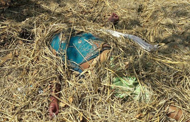 लोगों में फैल गई सनसनी, जब खेत में दबी मिली दो दिन पुरानी लाश
