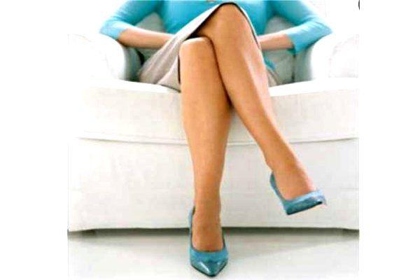 पैर हिलाने से दूर हो जाती है तरक्की की मंजिल, आज ही बदल डालिएं ये BAD HABITS