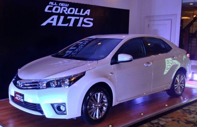 Toyota ने भारत में लॉन्च की लग्जरी कार Corolla Altis , जानिए क्या है खास