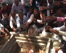 केशव प्रसाद मौर्य को भाजपा सौंपेगी बड़ी जिम्मेदारी, लोगों ने किया रूद्राभिषेक