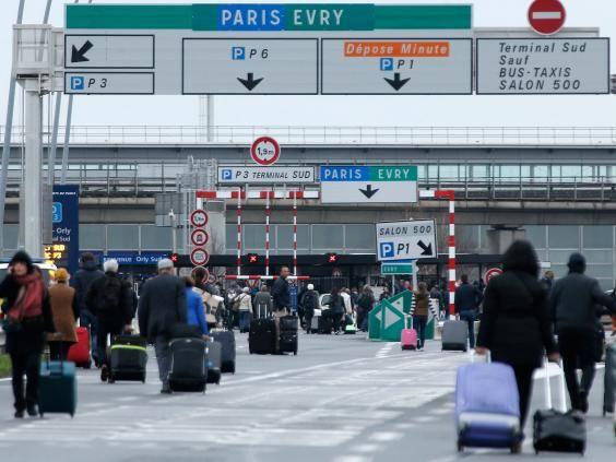 पेरिस में हवाईअड्डे पर गोलीबारी, 1 की मौत