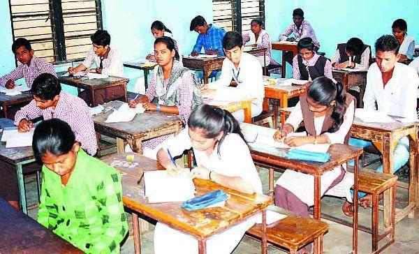 1300 शिक्षक जांचेंगे 60 हजार कॉपियां, एक गलती पर 100 रुपए का अर्थदंड