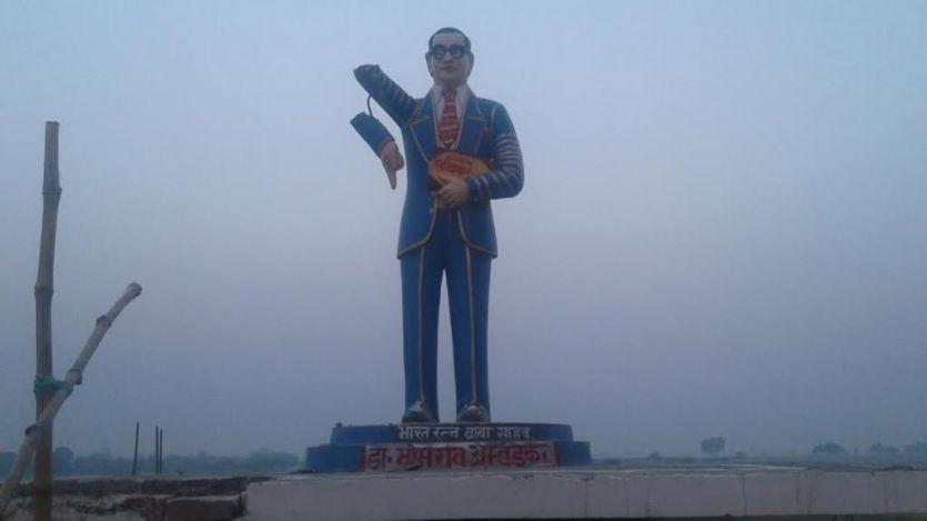 आजमगढ़ में अराजक तत्वों ने तोड़ी अंबेडकर प्रतिमा, भड़के ग्रामीण