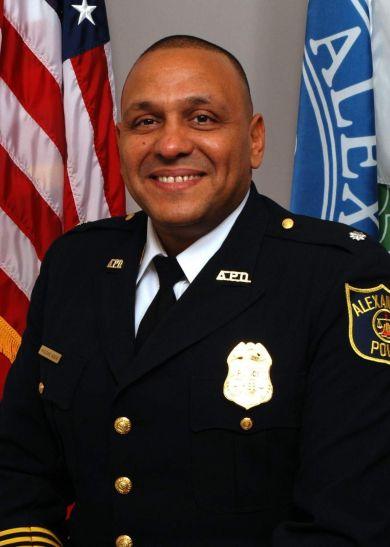 अमरीका में अपने ही देश के पूर्व पुलिस अफसर को मुस्लिम होने की वजह से रोका गया