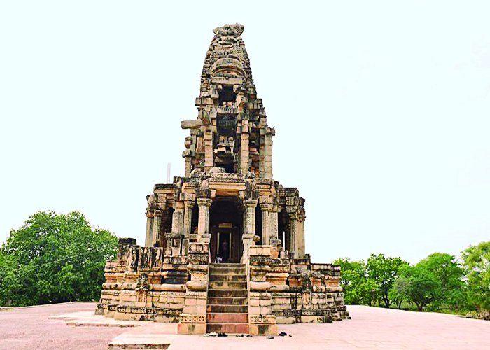 1000 साल पुराने इस मंदिर में शाम के बाद कोई नहीं रूकता, रात में दिखता है ये नजारा
