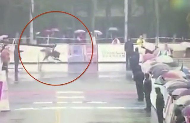 ऐसा हुआ असलियत में कि धावक फिनीश लाइन भूलकर दौड़े बहुत आगे, देखें फनी वीडियो