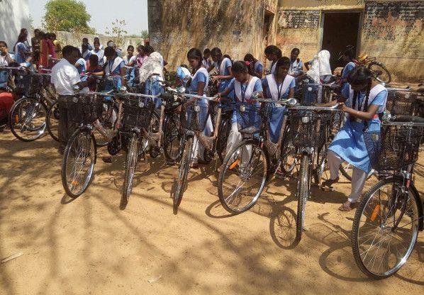 सरस्वती योजना की साइकिल छात्राओं के लिए बनी परेशानी