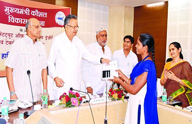 सीपेट में प्रशिक्षण पाए 508 युवाओं को मिली नौकरी, CM ने संस्थान पहुंचकर दिया नियुक्ति पत्र