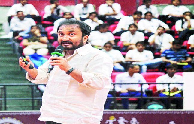 सुपर-30 के संस्थापक आनंद कुमार ने कहा - कुछ करने की चाहत हो तो हर लक्ष्य संभव