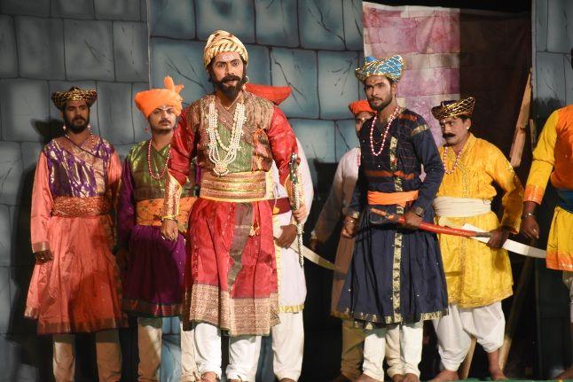 जीवंत हो उठा जिजाऊ और शिवाजी का चरित्र