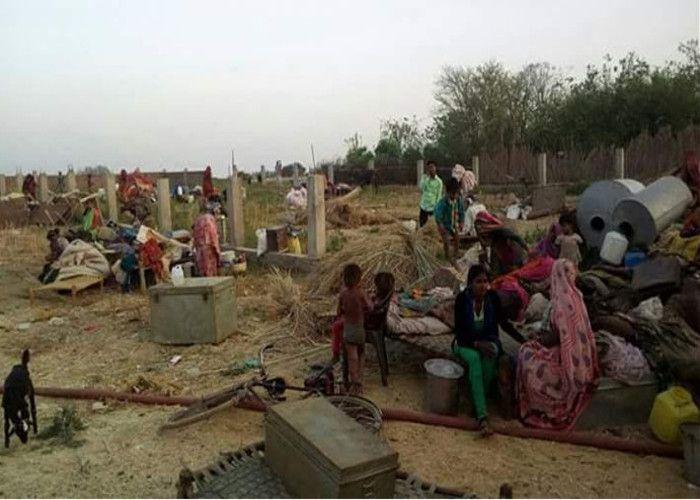 सिर्फ तीन दिन के अंदर 100 परिवार हो गए बेघर,...कौन लेगा इनकी खबर?