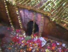 इस मंदिर में हैचमत्कारी बरगद... मंदिर में जाने से आंख की रोशनी आ जाती है वापस !