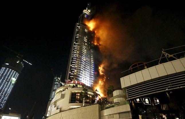 दुबई में बुर्ज खलीफा के पास इमारत में आग