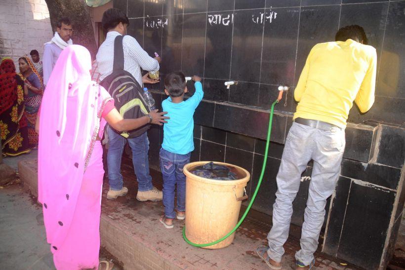 गह प्यासेे कंठ, सार्वजनिक स्थलों पर भी नहीं मिल रहा गला तर करने पानी