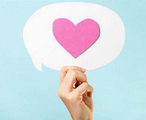 सोशल मीडिया पर प्रेम, मिले तो आई मुसीबत