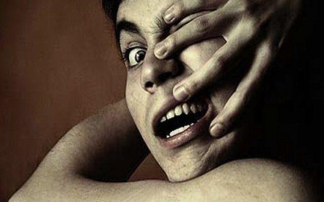 जानें इन खतरनाक बीमारी के बारे में, जब अपना ही हाथ बन जाता है 'दुश्मन'