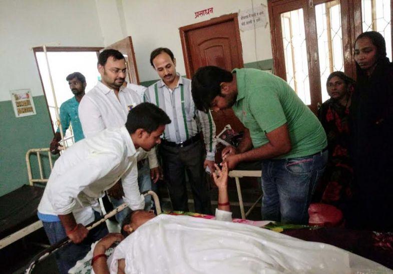 जौनपुर के अस्पताल में बवाल, कई स्टाफ घायल