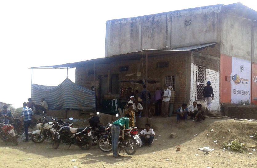 पुलिस ने उदयपुरा के ठेके से चार आरोपियों को किया गिरफ्तार