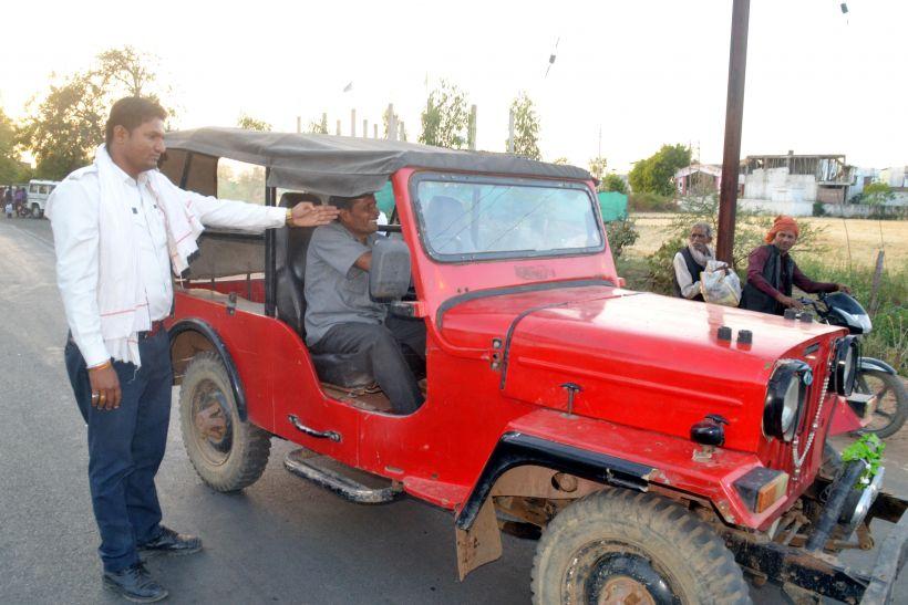 30 वाहनों की जांच कर वसूला सवा सात हजार रुपए जुर्माना