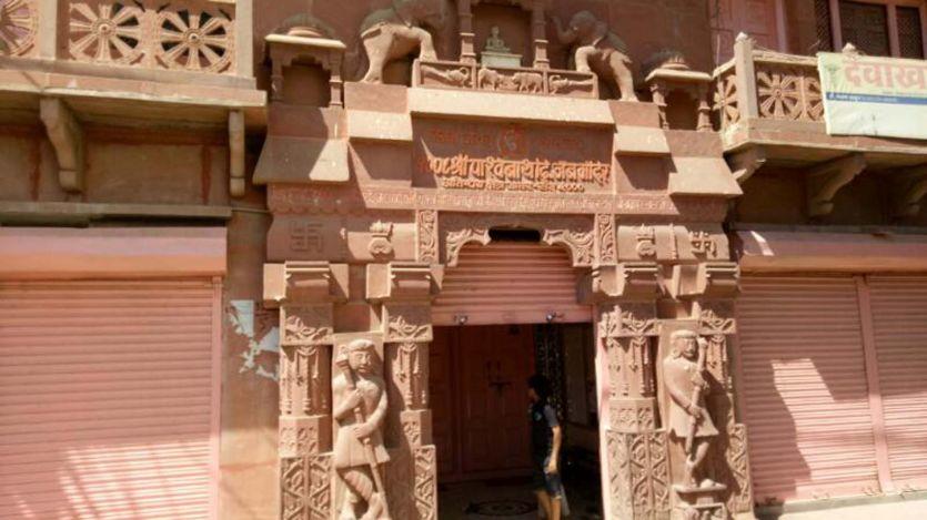 जब जैन मंदिर में विराजित प्रतिमा का छत्र हिलने लगा