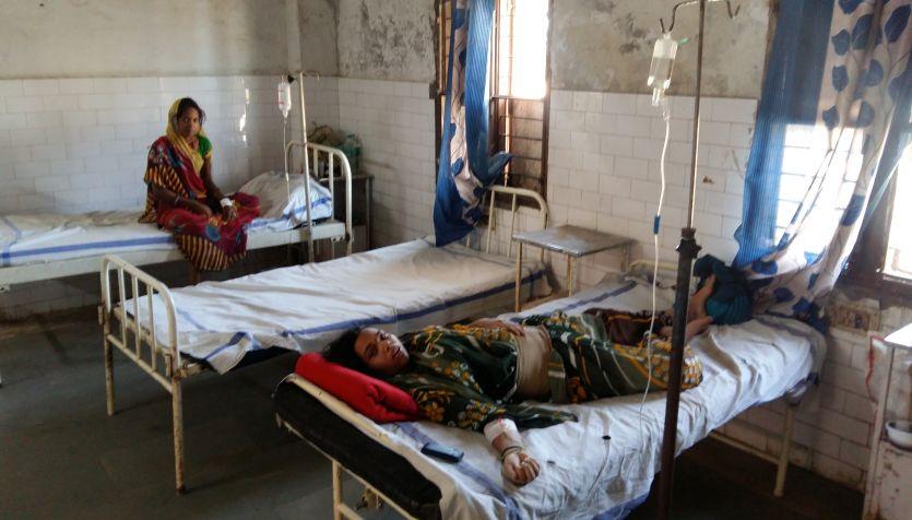 सिविल अस्पताल में भर्ती मरीजों को खुद जाना पड़ता है बॉटल लगवाने