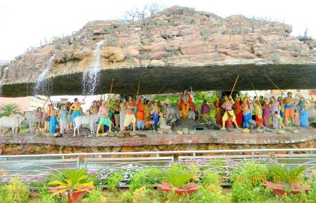 गोवर्धन पर्वत को मिला था हनुमानजी के कारण ऐसा वरदान, यहां पांव रखते ही पूरी होती है इच्छाएं